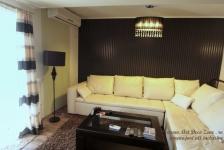 <h5>Living decorat rapid</h5><p>Un living inflorat in cadrul unei amenajari rapide de casa: mobila, canapele, perdele, decoratiuni - click pentru detalii</p>