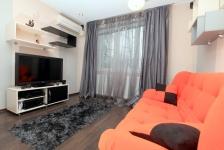 <h5>Dormitor de oaspeti</h5><p>Dormitorul de oaspeti este prevazut cu o canapea extensibila si cu rafturi pentru suvenirurile din calatorii.</p>