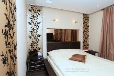 <h5>Dormitor matrimonial</h5><p>Tapetul din dormitor este exclusivist, frunzele fiind catifelate, in volum. </p>