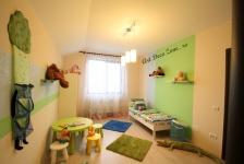 <h5>Dormitor de copil</h5><p>Acest dormitor de prescolar este simplu si cochet. Am ales de la Ikea patul, dulapul si masuta cu 4 scaune. </p>