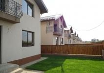 <h5>Dezvoltator imobiliare</h5><p>Dezvoltatorul acestui ansamblu rezidential ofera aceste case la preturi foarte bune, oferta actuala fiind la 100.000 Euro. Clientii nostri au fost foarte multumiti de alegerea facuta, la un raport calitate - pret foarte bun.</p>