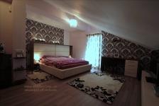 <h5>Dormitor la mansarda</h5><p>O alegere interesanta este amplasarea dormitorului la mansarda, pentru o atmosfera linistita, boema. </p>