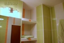 <h5>Polite </h5><p>Deasupra rezervorului de toaleta sunt construite polite din rigips placate cu faianta.</p>