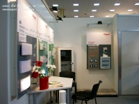 <h5>Amenajari stand</h5><p>In spate este o depozitare pentru mostrare si articole promotionale. </p>