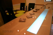 <h5>Lumina</h5><p>Blatul de sticla este un element de decor deosebit datorita luminii interioare. </p>