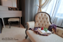 <h5>Feminitate</h5><p>Acest colt este amenajat cu o sofa si o masuta de machiaj eleganta. </p>
