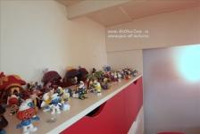 <h5>Armata de strumphi</h5><p>Restul jucariilor au fost puse in dulapuri dar figurinele cu strumphi sunt la loc de cinste. </p>