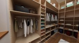 <h5>Dressing spatios</h5><p>Solutiile de depozitare alese pentru dressing incearca sa foloseasca la maximum spatiul pe care il avem la dispozitie. </p>