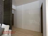 <h5>Dressing</h5><p>Dulapul de haine este amplasat pe o lungime de 5 m, imbracand in totalitate peretele holului de la intrare.</p>