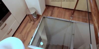 Sticla in pardoseala deasupra scarilor