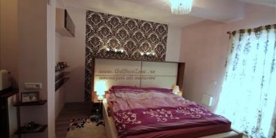 Dormitor matrimonial cu tapet la mansarda