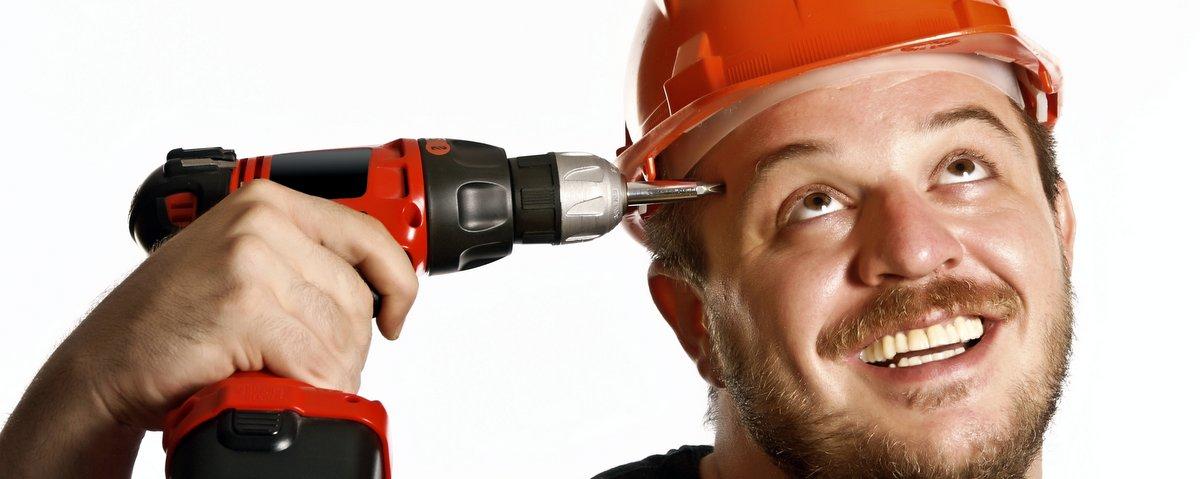 Muncitor concentrat firma amenajari
