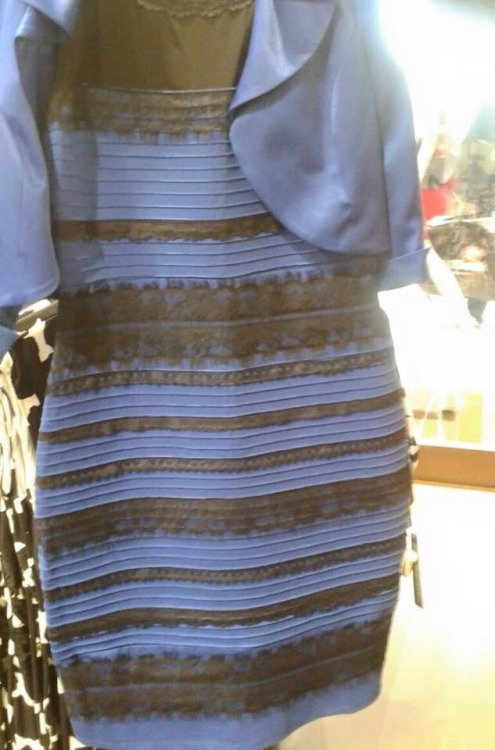 Rochie albastru cu negru sau alb cu auriu