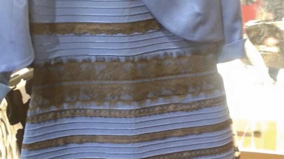 Rochia albastra cu negru sau alba cu auriu